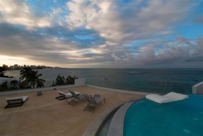Steller Rooftop Deck Luxurious Oceanfront Apartment